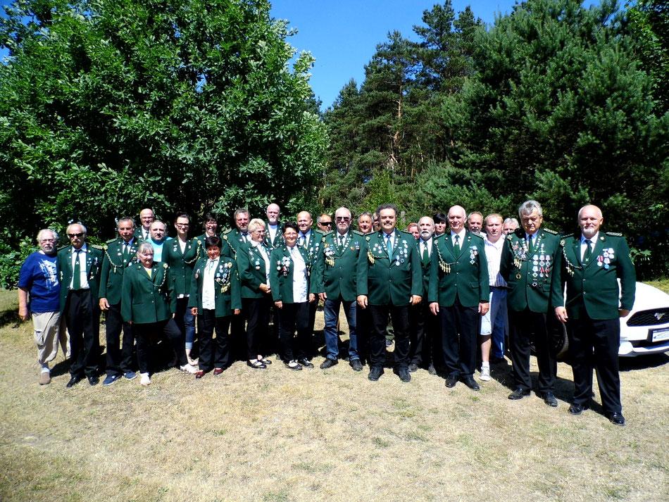 Gruppenbild aller Teilnehmer beim Schützenfest des Bellinger Schützenverein e.V. am 09.06.2018