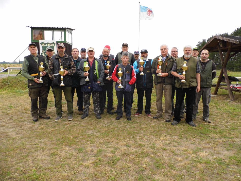 Teilnehmer des 14. Doppeltrapschießen am 06.07.2019 in Belling.