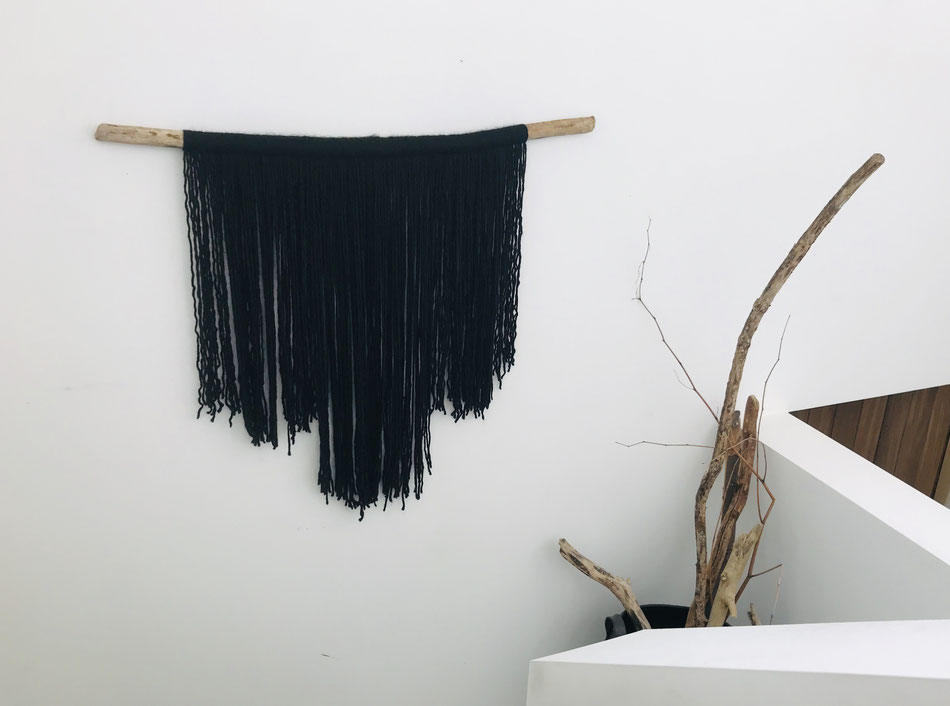 Thuisprojectje : wanddecoratie met een oude tak en een restje wol @sumus.be