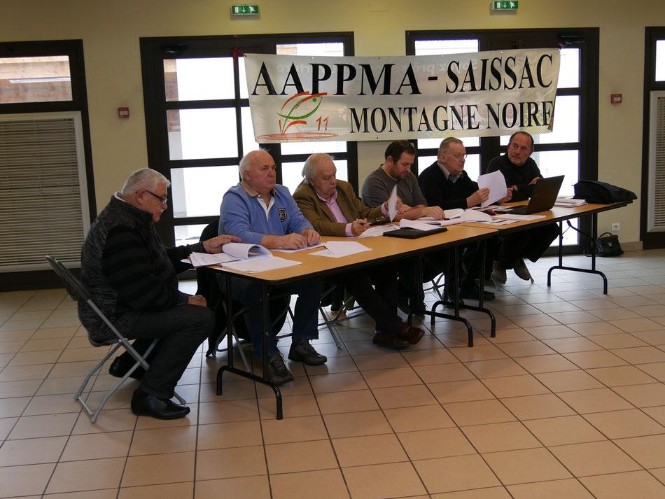 de gauche à droite:B.Antherieu ,secrétaire de l'AAPPMA,G.Bonnafoux ,Maire de Saint Denis,Y.Gonzalez,Président de la Fédération de Pêche,J.M Trompette Président de l'AAPPMA,J.C Piecq Trésorier de l'AAPPMA,G.Masson ancien Président de l'AAPPMA
