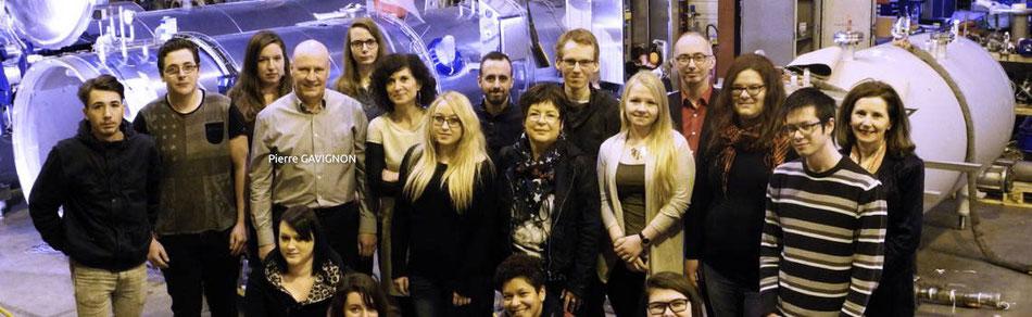 Pierre Gavignon (entreprise Steritech de Saverne) entouré des jeunes ayant eu leur certification Réseau Etincelle, le 9 février 2017