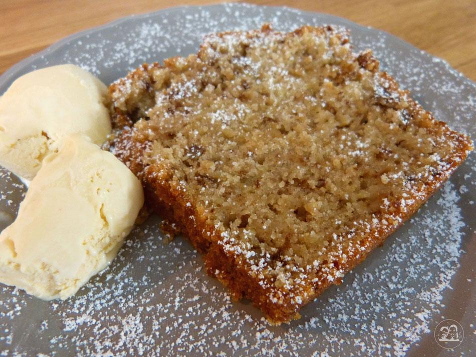 Apfelkuchen mit Walnüssen und Eis Kuchenrezept von Leni und Toni Rezept von Leni und Toni