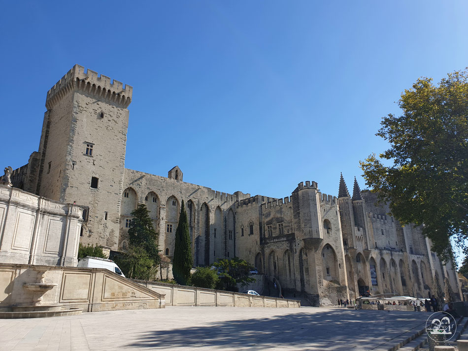 Sehenswürdigkeiten in Avignon Städtetour nach Avignon Leni und Toni mit dem Wohnmobil in Avignon Provence Papstpalast