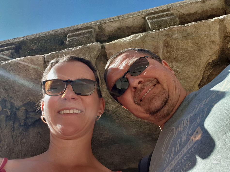 Leni und Toni mit dem Wohnmobil in Avignon Stadtbesichtigung Stadtmauer