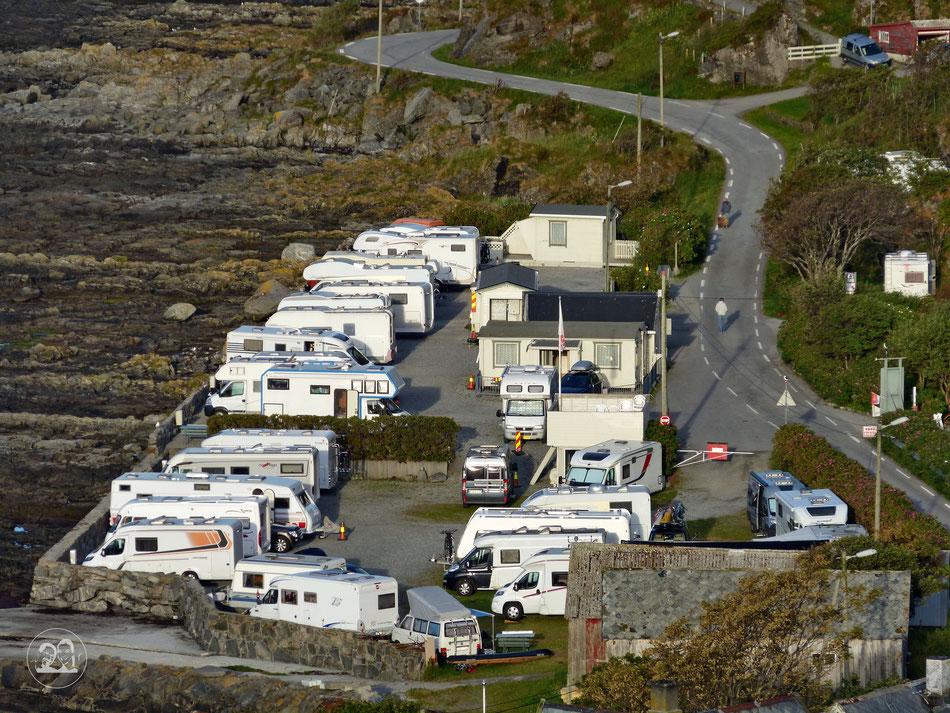 Blick auf Campingplatz Goksøyr auf Vogelinsel Runde in Norwegen manchmal lässt sich das Jedermannsrecht in Norwegen nicht umsetzen