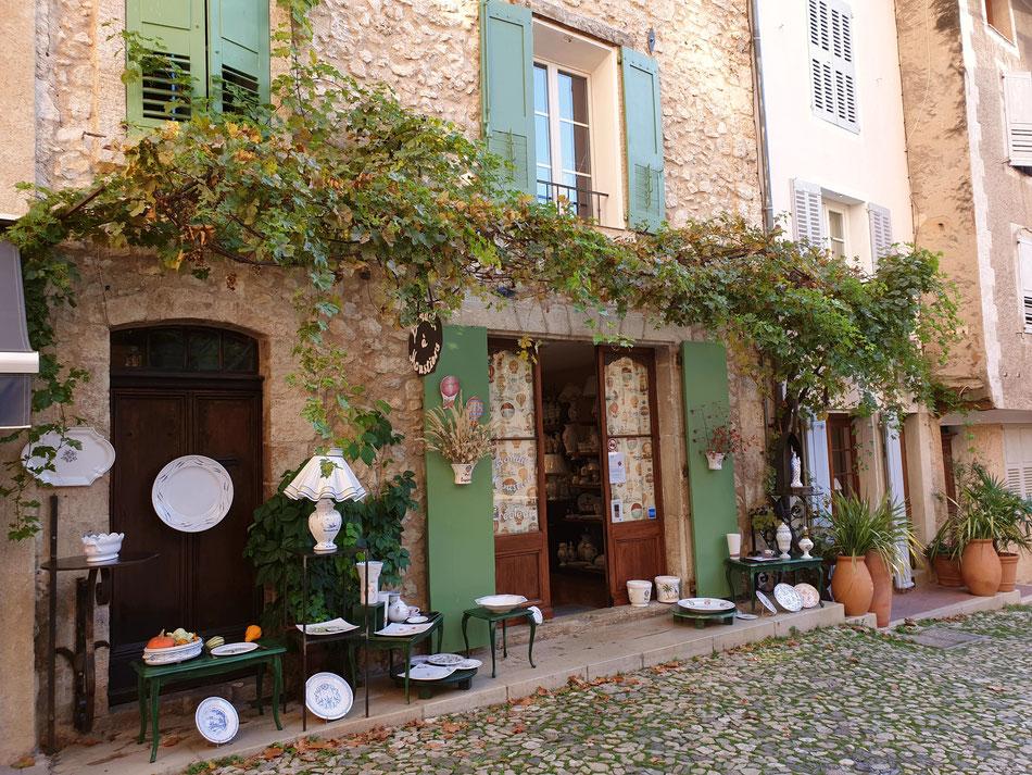 mit dem Wohnmobil nach Südfrankreich Provence Moustiers-Sainte-Marie