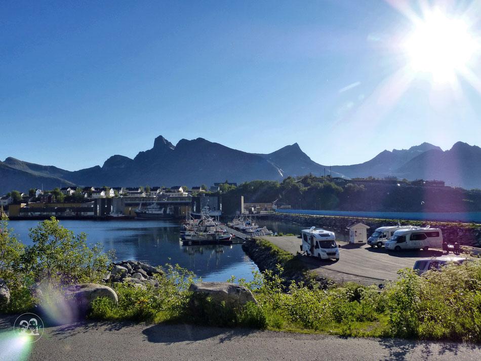 Freistehende Wohnmobile am Hafen sind erlaubt durch Jedermannsrecht in Norwegen