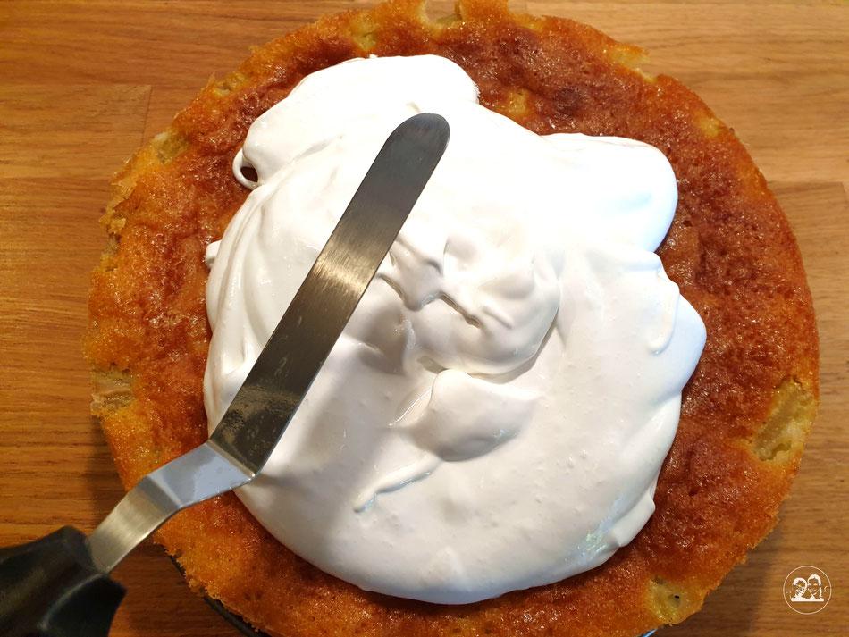 Rhabarberkuchen mit Baiser einfach backen saftiger Kuchen Leni und Toni backen Kuchen nach einem einfachen Rezept