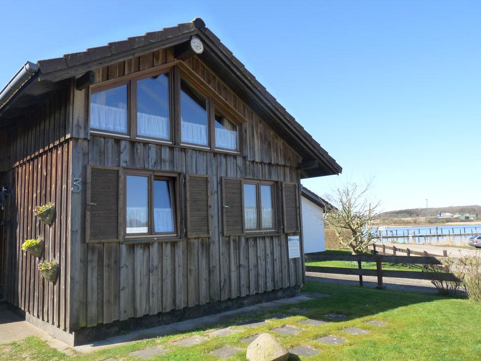 Holzhaus Ferienhaus am Wasser Ufer Gewässer Schlei Schwedenhaus