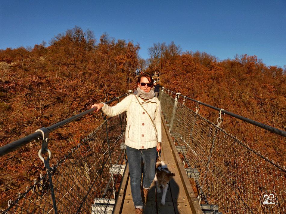 Ausflug Tour zur Geierlay schönste Hängeseilbrücke in Deutschland Leni und Toni machen einen Ausflug Leni und Clara auf der Brücke