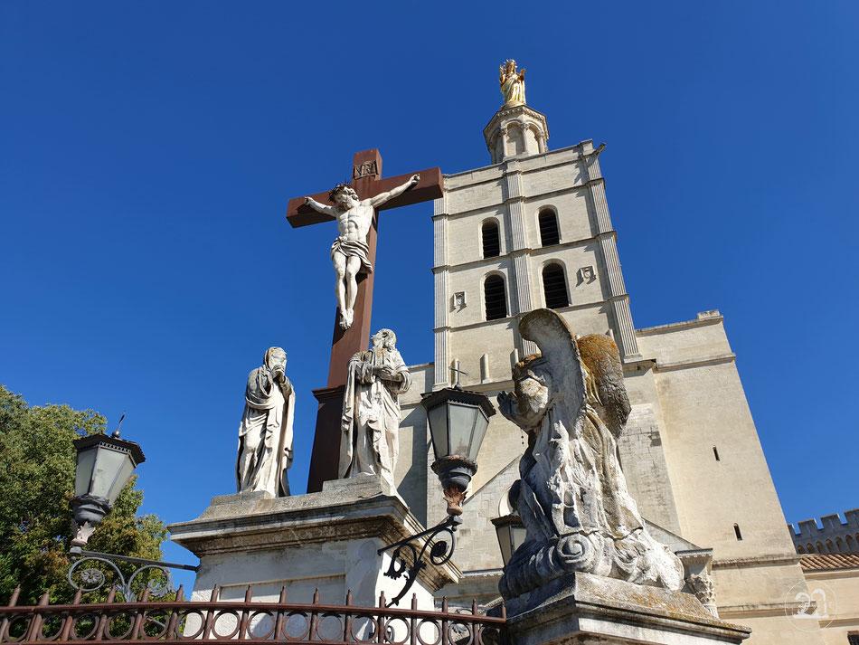 Sehenswürdigkeiten in Avignon Städtetour nach Avignon Leni und Toni mit dem Wohnmobil in Avignon Provence Papstpalast Kathedrale
