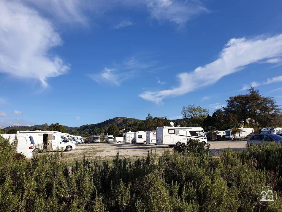 Wohnmobilstellplatz Chusclan Südfrankreich Provence