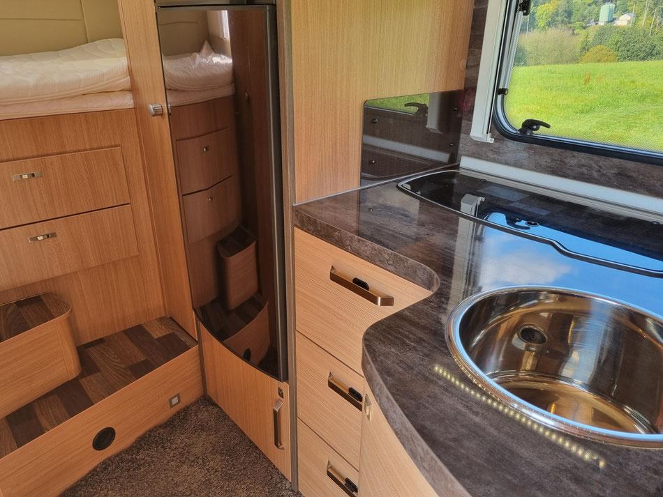 Wohnmobil Knaus Sky Wave 650 MG Innenansicht Küche