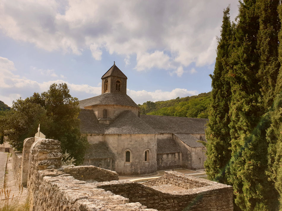 mit dem Wohnmobil nach Südfrankreich Provence Gordes Kloster von Senanque