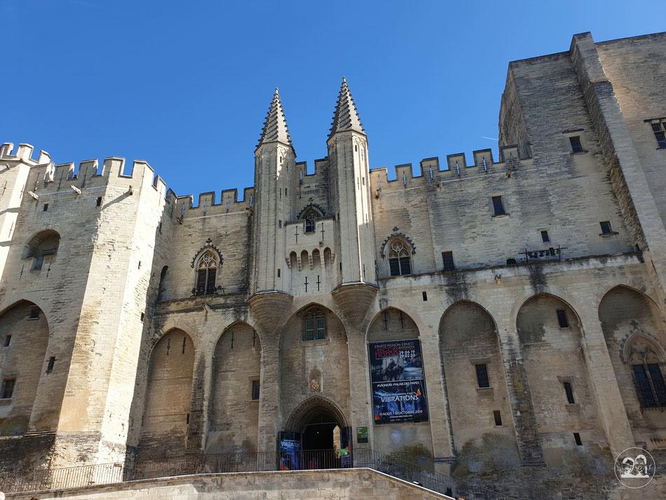 Leni und Toni mit dem Wohnmobil nach Avignon Stadtbesichtigung Papstpalast Palais des Papes Avignon Städetour