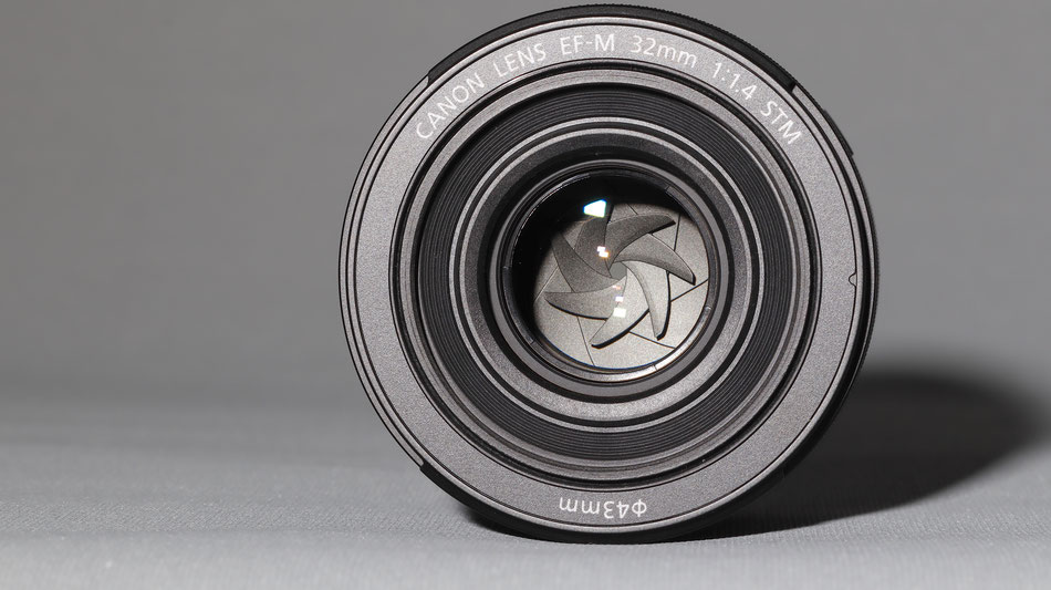 8 bladed diaphragm for perfect bokeh