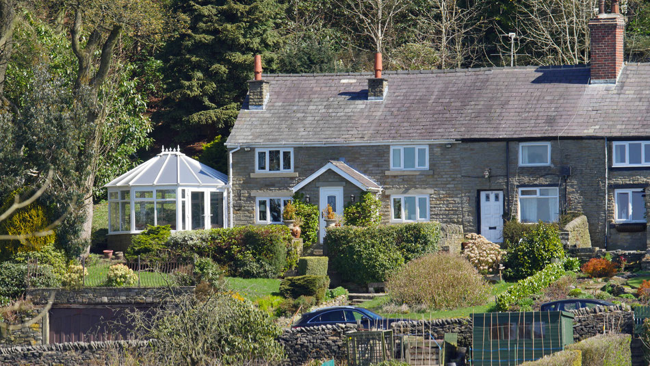 Canon 70-200 @ 200mm or 400mm EFL. Cottages about 400 metres away