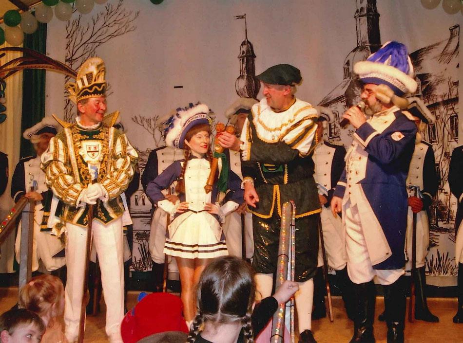 2009 - Tanzeinlage des Oberzierer Männerballetts mit Prinz Klaus I. und seinem Adjudanten Matthijs