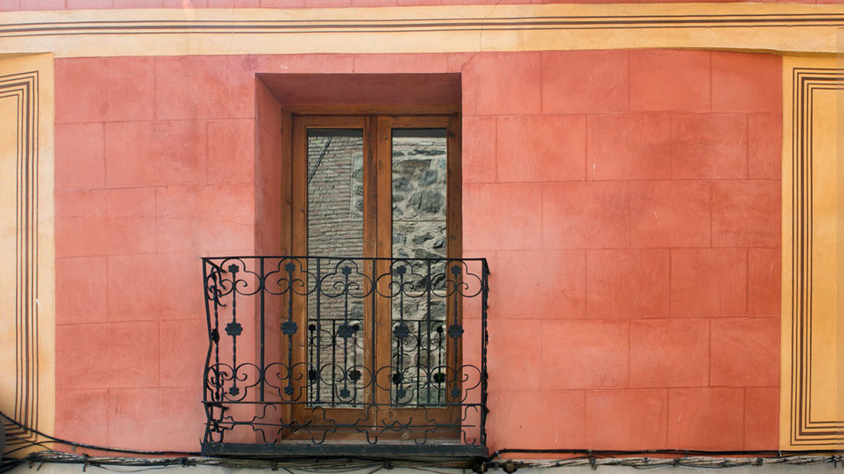 Balconera en fachada principal