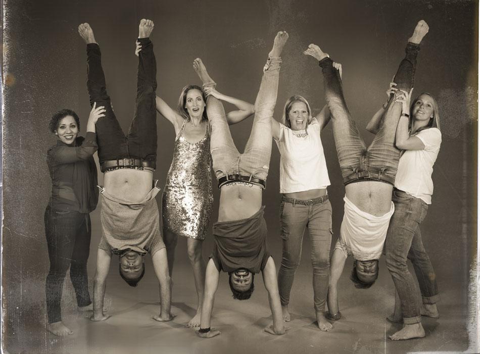 Gruppenfoto, Freundschaft,Freunde,Freundinnen,Handstand,smile,happy,upsidedown,Freundschaftsshooting,Geburtstagsgeschenk,Fotografin,momentissimo