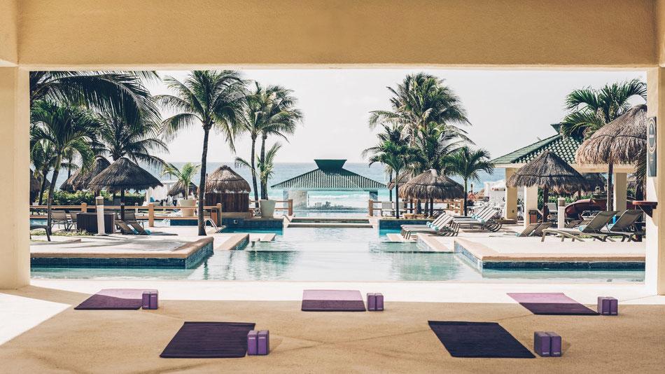 """Das bekannte Luxushotel """"Iberostar Cancun Golf & Spa Resort"""" wurde um das neue """"Iberostar Cancún Star Prestige"""" erweitert, Adult-only-Zimmer mit privaten Strandbereich und eigener Lounge."""