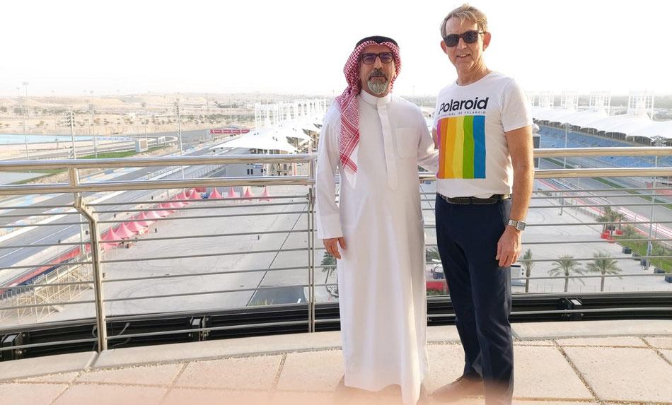 Bahrainkenner Olaf Diroll,Touristik-Fachwirt & Spezialist für Fernreisen, berät Sie gern zum Bahrain Luxusurlaub mit Gulf-Air Flug (Foto Formula-1 Rennstrecke in Bahrain)