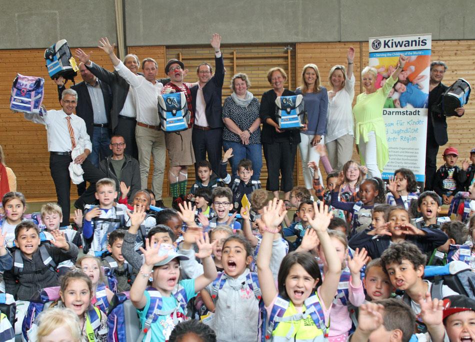 KIWANIS-Club Darmstadt Schulranzen-Aktion 2018 Pressefoto: © Arthur Schönbein/city-pix.de