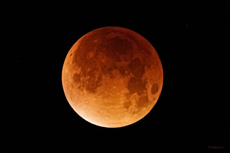 Eclipse Total de Luna 28-09-2.015 en su máximo