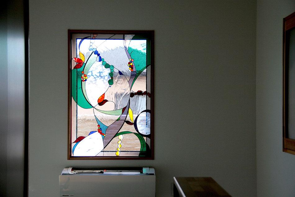 ステンドグラス  抽象的なデザイン 花と実と...グリーン