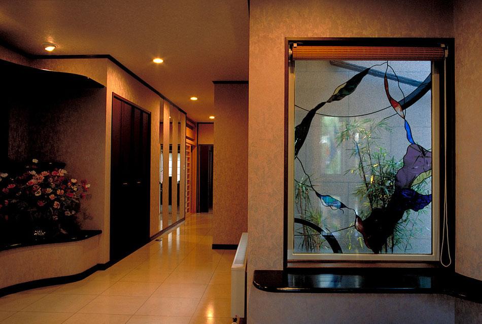 ステンドグラス  抽象的なデザイン 中庭の竹と合うイメージで