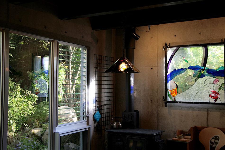 ステンドグラス  抽象的なデザイン 四季 季節と時の流れ