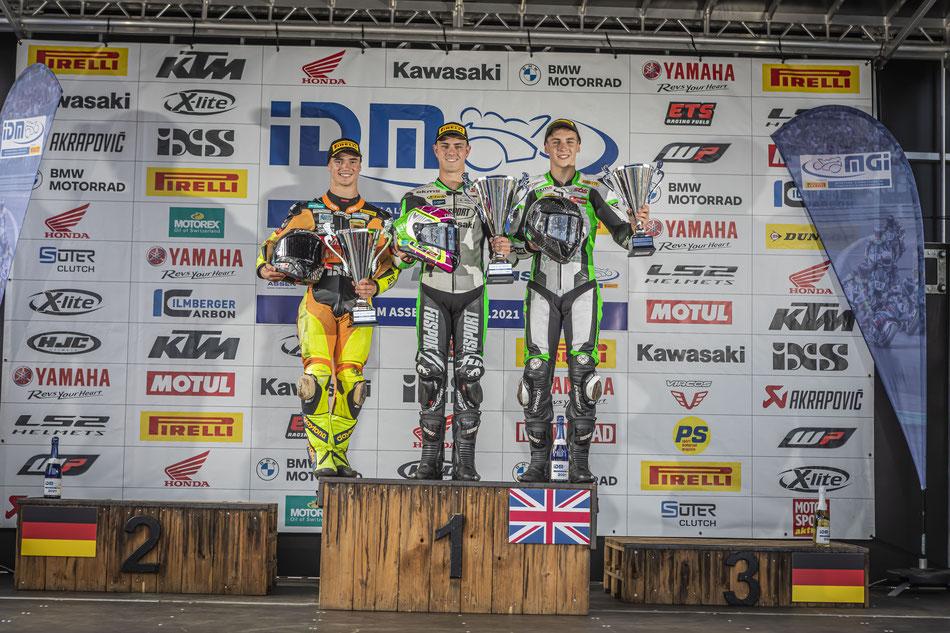 Marvin Siebdrath freut sich über seinen dritten Platz beim IDM Rennen in Assen 2021