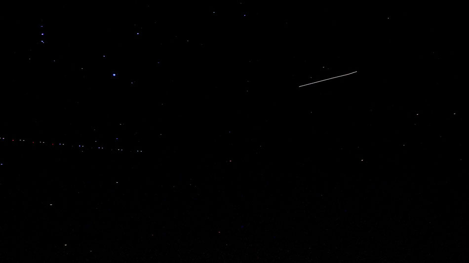 Sterne, Mond, Satelit, Positionsleuchten vom Flugzeug,