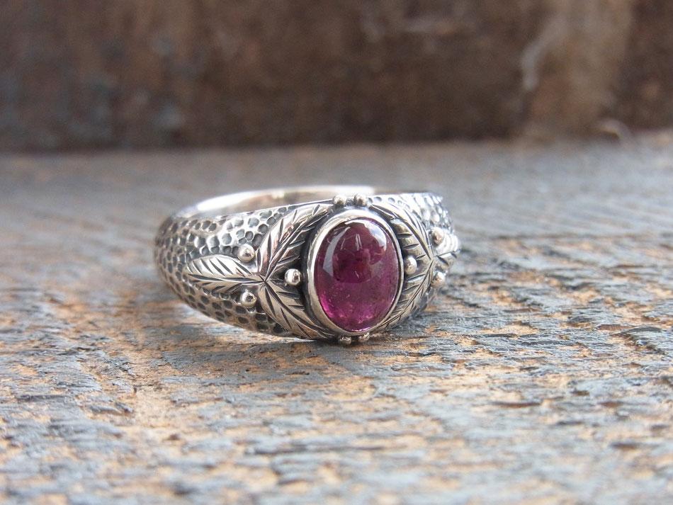 Ring mit pink Turmalin Cabochon