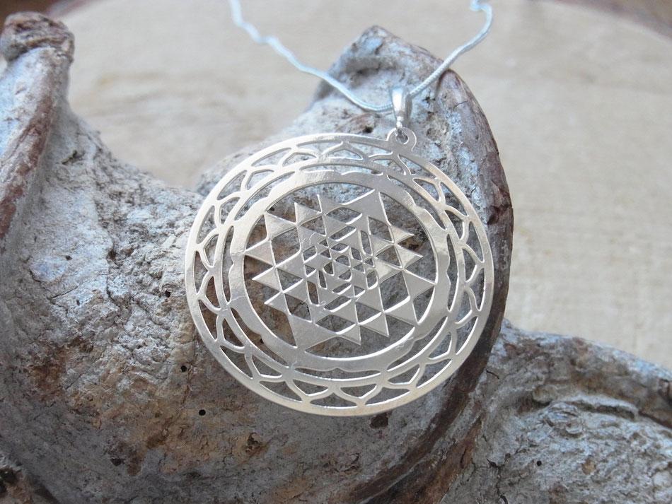 Lange kette mit sri yantra Symbolanhänger aus Sterling Silber