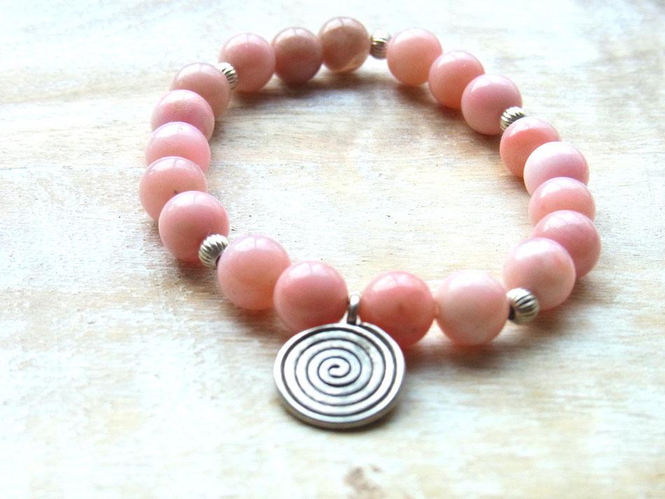 Edelsteinarmband aus rosa Andenopal und weissen Onyx Perlen