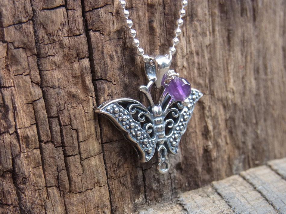 Silberkette mit Schmetterling als Anhänger und Amethyst Perle