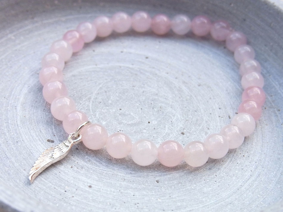 Armband aus Rosenquarz Kugeln mit Flügel Anhänger aus Silber