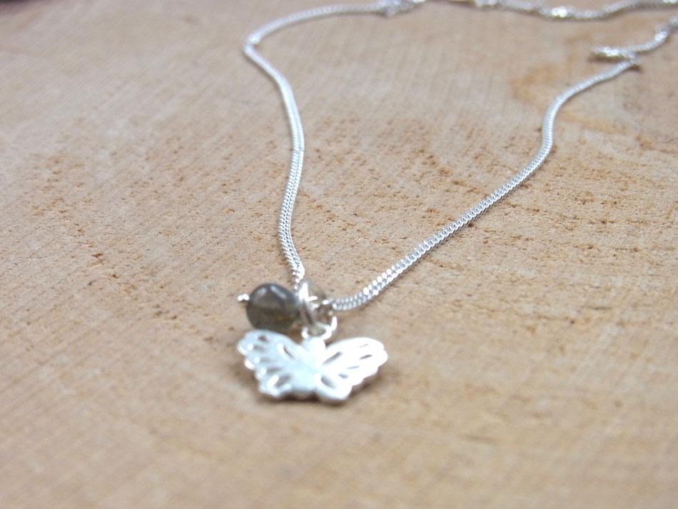 kurze Kugelkette mit Schmetterling Anhänger aus Silber mit Labradorit Perle