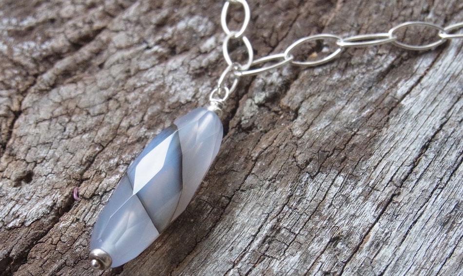 Silberkette mit länglichem hellgrauem Achat Anhänger