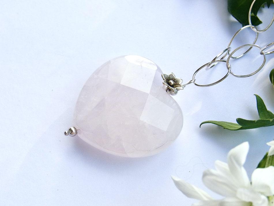 Gliederkette aus Silber mit großem geschliffenem Rosenquarz Herz