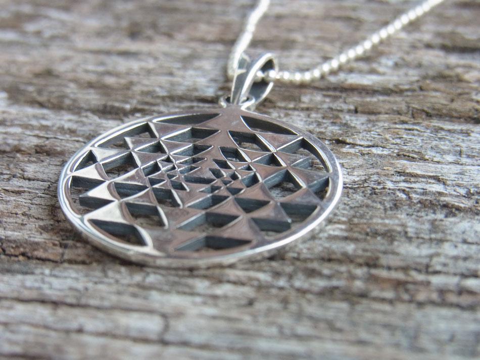 Halskette mit Sri Yantra Symbol Anhänger aus Silber
