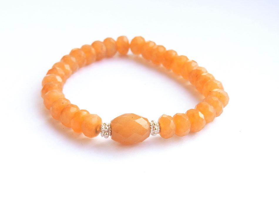Edelsteinarmband mit orange Aventurin und Silberelementen