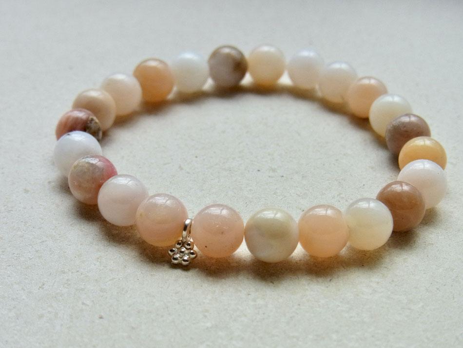 Edelsteinarmband aus rosa Andenopal Kugeln und Silberblüte