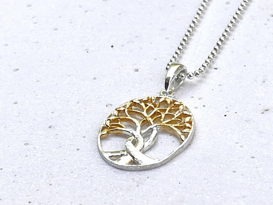 Silberkette mit ovalem Baum des Lebens Anhänger aus matt gebürstetem Silber