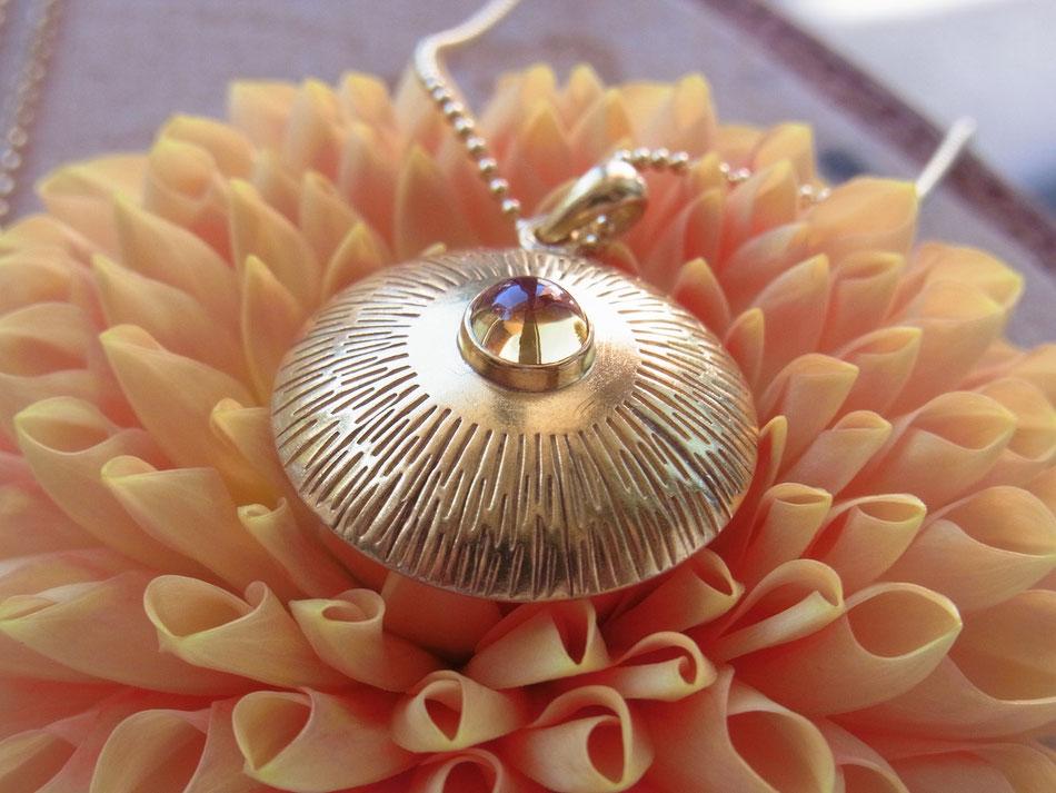 Mittellange Kette mit Sonnen Citrin Amulett aus vergoldetem Silber