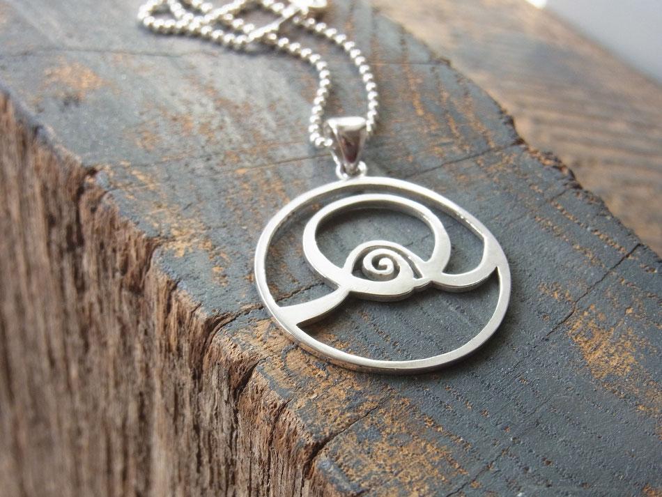 Silberkette mit Spirale Anhänger als Symbol für Fülle