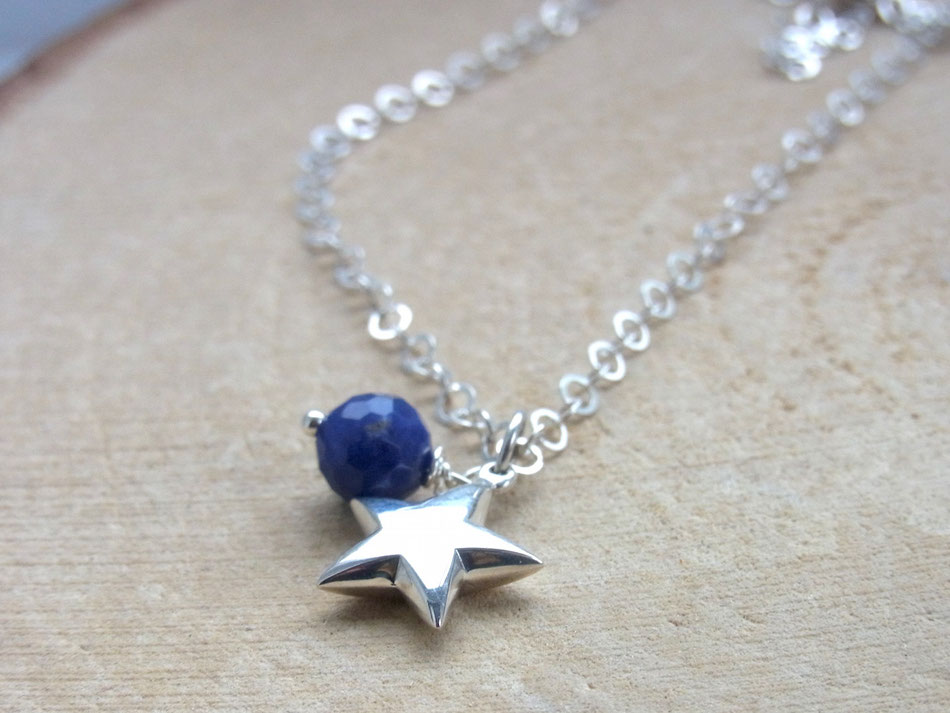 Zarte Gliederkette mit Silberstern und blauem Sodalith Edelstein
