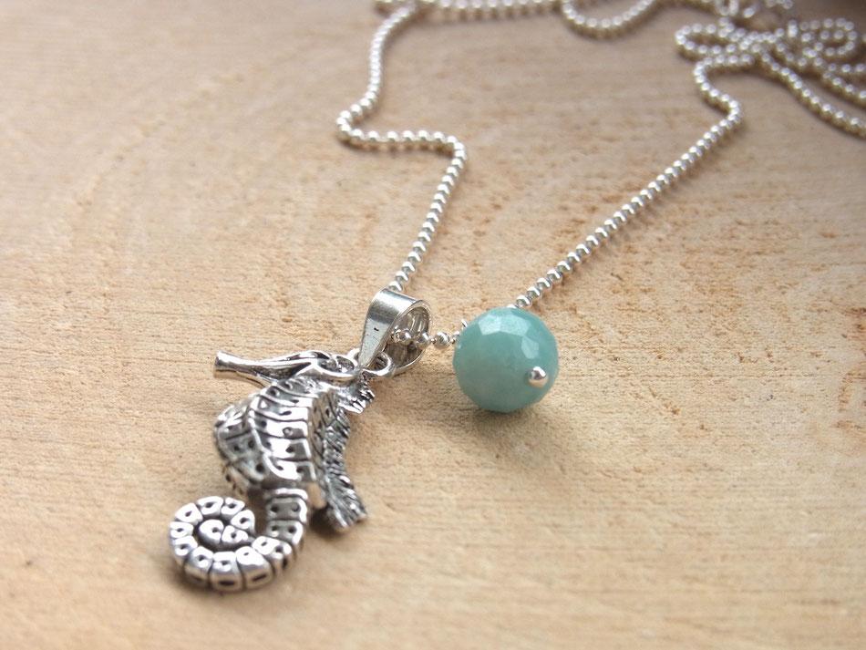 Kette mit Seepferdchen Anhäner aus Silber und blau grüner Amazonit Kugel