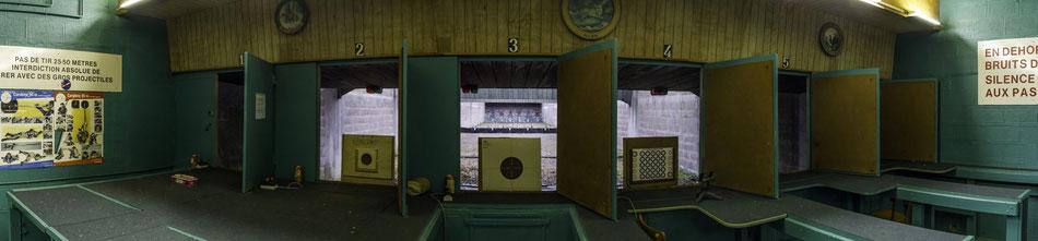 Les pas de tir pour le pistolet et la carabine (22 Long Rifle et air comprimé) à 25 et 50 mètres